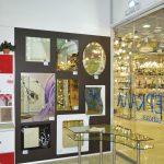 Выставка зеркал в павильоне.