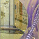Зеркало декоративное с цветной вставкой, объемными элементами и металлической протяжкой